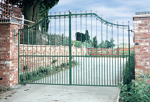 Leo Metal Gate Style